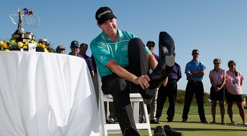 Jimmy Walker puts his boots on